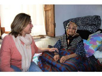 102 Yaşındaki Fatma Teyze Anneler Günü'nde Göz Yaşlarını Tutamadı