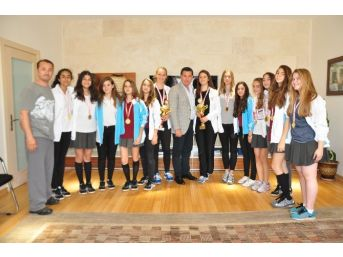 Genç Sporcular, Başkan'a Teşekkür Etti