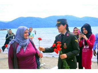 Jandarma Anneleri Unutmadı