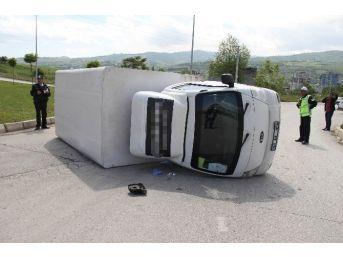 Otomobil Kamyonet İle Çarpıştı: 1 Yaralı