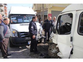 Samsun'da İki Minibüs Çarpıştı: 5 Yaralı