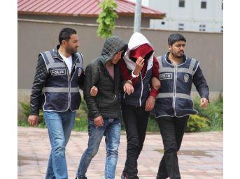 Sivas'ta Telefon Kapkaççıları Yakalandı