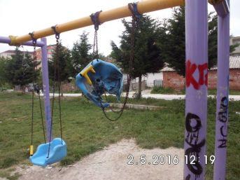 Çocuk Parkına Zarar Verdiler