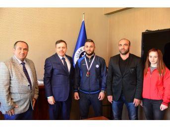 Uşak Üniversitesi Madalya Toplamaya Başladı