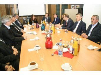 Devrek Tso Almanya'da Türkiye Araştırma Merkezinde Organize Edilen Toplantıya Katıldı