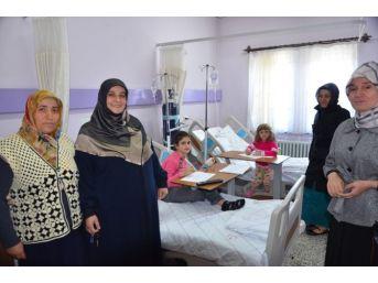 Milletvekili Eşinden, Anneler Günü'nde Hastane Ziyareti