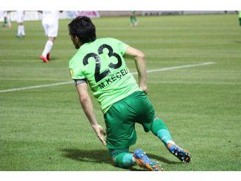 Denizlispor'lu Keçeli Futbol Bırakmaya Henüz Karar Vermediğini Söyledi
