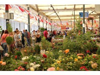 Karşıyaka'da Çiçek Festivaline Buruk Açılış