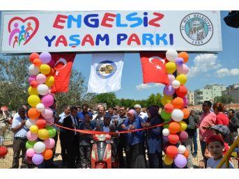 Mut'ta Engelsiz Yaşam Parkı Törenle Açıldı