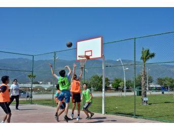 Demre'de Plaj Voleybolu Ve Streetball Turnuvası Düzenlendi