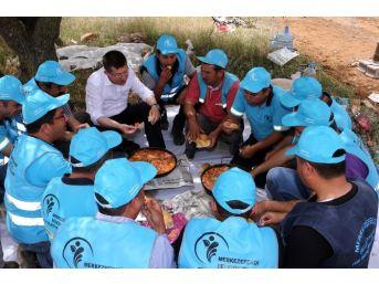 Başkan Subaşıoğlu, İşçilerle Menemen Yedi