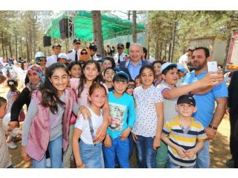 Başakşehir'de Bilgi Evleri Öğrencileriyle Suriyeli Çocuklar Piknikte Bir Araya Geldi