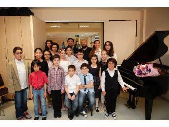 Minik Piyanistlerden Eğlenceli Konser