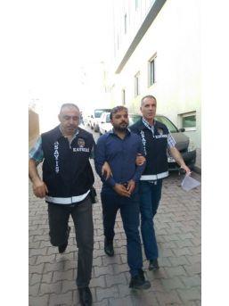 Sahte Polis Altınlarla Birlikte Yakalandı