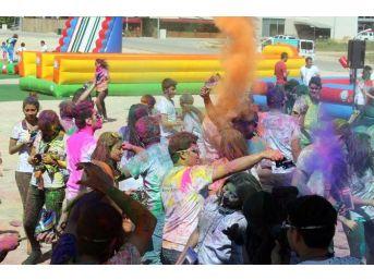 Büyükşehir'den 'renkli' Kutlama
