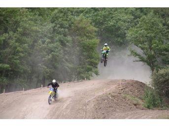 Motokros Ve Dağ Bisikleti Yarışmaları Nefes Kesti