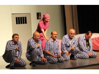 Hastane Çalışanlarına Tiyatro Gösterisi