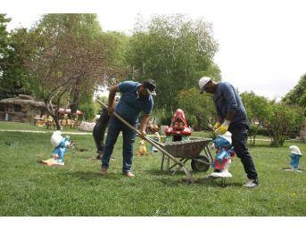 Sorgun Belediyesi Çizgi Film Karakterlerini Parka Yerleştirdi