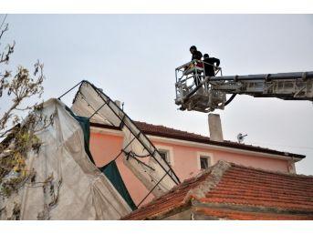 Sorgun'da Şiddetli Rüzgar Taziye Çadırını Uçurdu