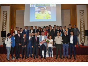 Eski Fifa Kokartlı Hakem Yunus Yıldırım Sandıklı'da Söyleşiye Katıldı, Maç Yönetti