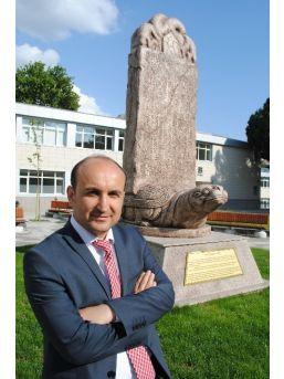 Rektör Üniversiteye Bilge Kağan Anıtı Diktirdi