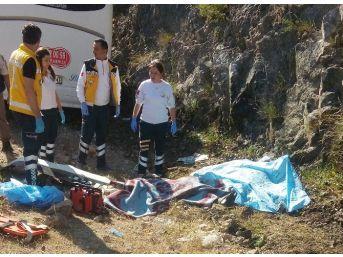Antalya'da Otobüs Kayalıklara Çarptı: 2 Ölü, 10 Yaralı