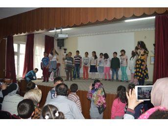 İlkokul Öğrencilerinden Yılsonu Gösterisi