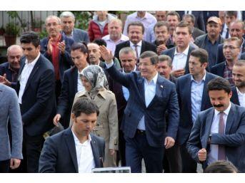 Eski Başbakan Davutoğlu'na Sevgi Seli