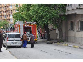 Üç Katlı Evde Çıkan Yangın Korkuttu