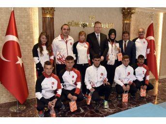 Gümüşhane'nin Milli Sporcularına Altın
