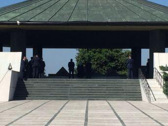 Başbakan Yıldırım, Menderes Ve Özal'ın Kabirlerini Ziyaret Etti