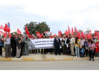 Alman Büyükelçiliği Önünde Sözde Soykırım Protestosu
