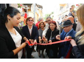 İzmir'in İlk Yazar Evi Açıldı