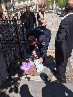 Türk Polisinden Örnek Davranış!