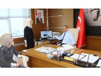 Cumhurbaşkanı Erdoğan'ın Girişimleriyle Türk Vatandaşlığına Geçen Suriyeli Ravda Nur, Rektör Güvenç'i Ziyaret Etti