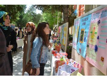 Öğrencilerden Açık Hava Resim Sergisi