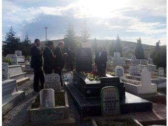 Cumhurbaşkanı Erdoğan, Neşet Ertaş'ın Mezarını Ziyaret Etti
