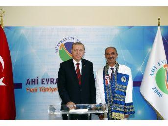 Cumhurbaşkanı Erdoğan'a Fahri Doktora Unvanı