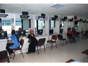 İzmit Belediyesi'nde Hafta Sonu Vergi Mesaisi Var