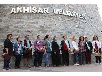 Akhisar'da 'kadın El Emeği Pazarı' İçin İmza Kampanyası