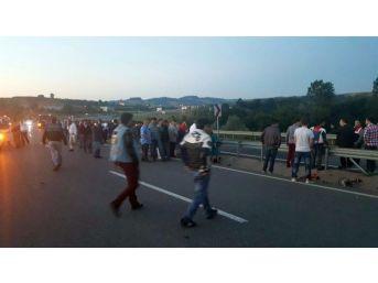 Virajı Alamayan Motosiklet Sürücüsü Bariyerlere Çarptı: 1 Ölü