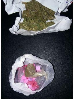 Siirt'te Uyuşturucu Madde Ticaretinden 2 Kişi Tutuklandı