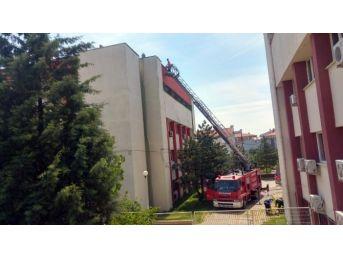 Tekirdağ'da Adliye Binasında Çıkan Yangın Korkuttu