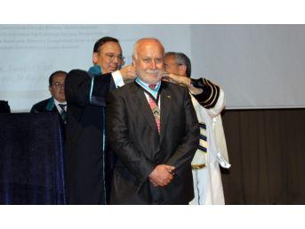 Bau Tıp Bilim Nişanı Prof. Dr. Theo Seiler'a Verildi