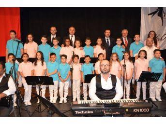 Yetim Çocuklardan Türk Sanat Müziği Korosu