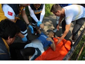 Kız Meselesi Yüzünden Çıkan Kavgada Bir Genç Bıçaklandı