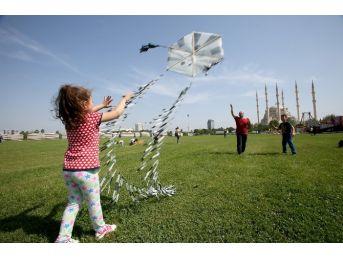 Yetim Ve Öksüz Çocuklar Uçurtma Şenliği'nde Buluştu