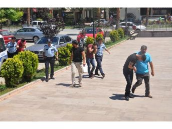 Antalya'da Bir Araçta Uyuşturucu Ele Geçirildi