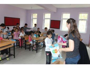 İşadamı Kendi Köy Okulunu Unutmadı