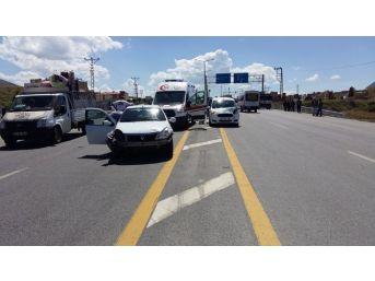 Tatvan'da 5 Araç Birbirine Girdi